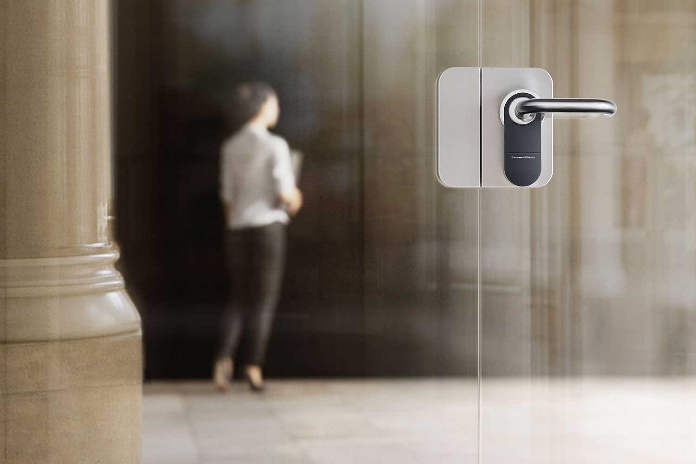 digitaler AX Beschlag weiss Glastür, Online Zutrittskontrolle